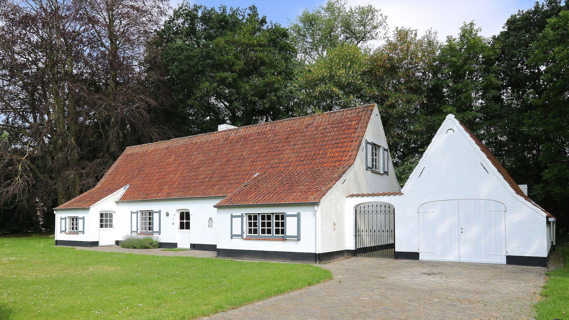 charmante  villa in landelijke stijl  – prachtig perceel van 4851 m2 – residentieel gelegen tussen Brugge en Oostende (Jabbeke)