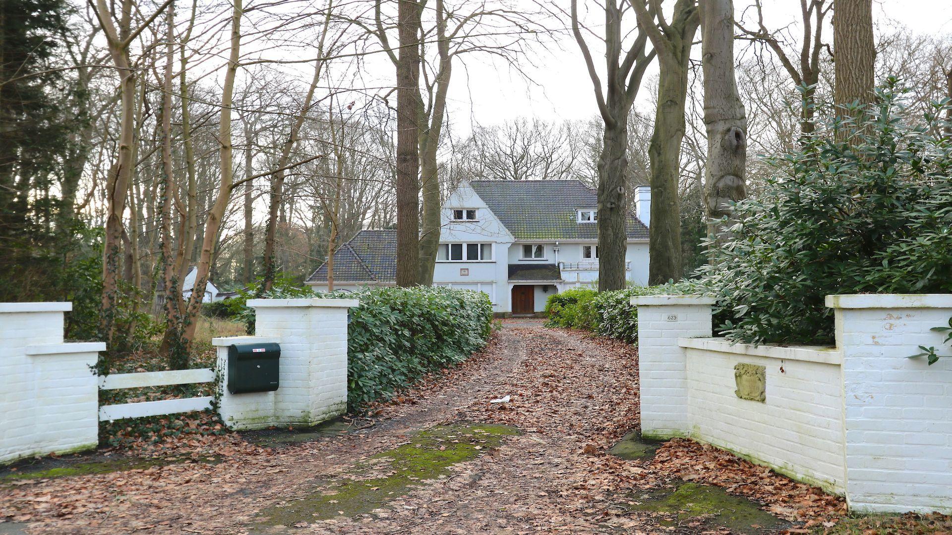 Landhuis 'Eickenbosch', charmepand uit de late jaren 30, uiterst residentiële ligging te St Andries, domein van circa 11000 m2
