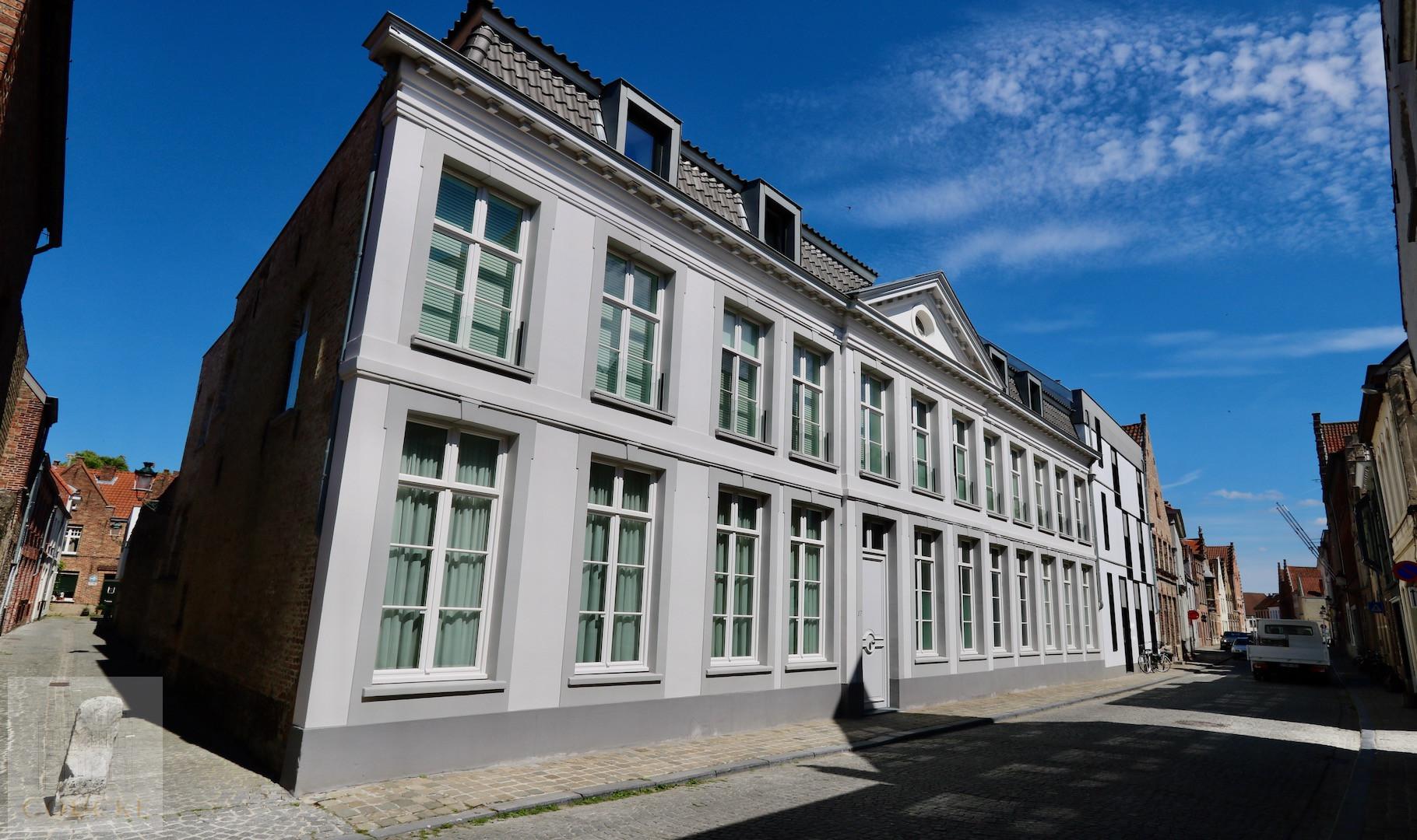knappe penthouse met terras, droomligging op Sint Anna, optionele aankoop autostandplaats in het gebouw