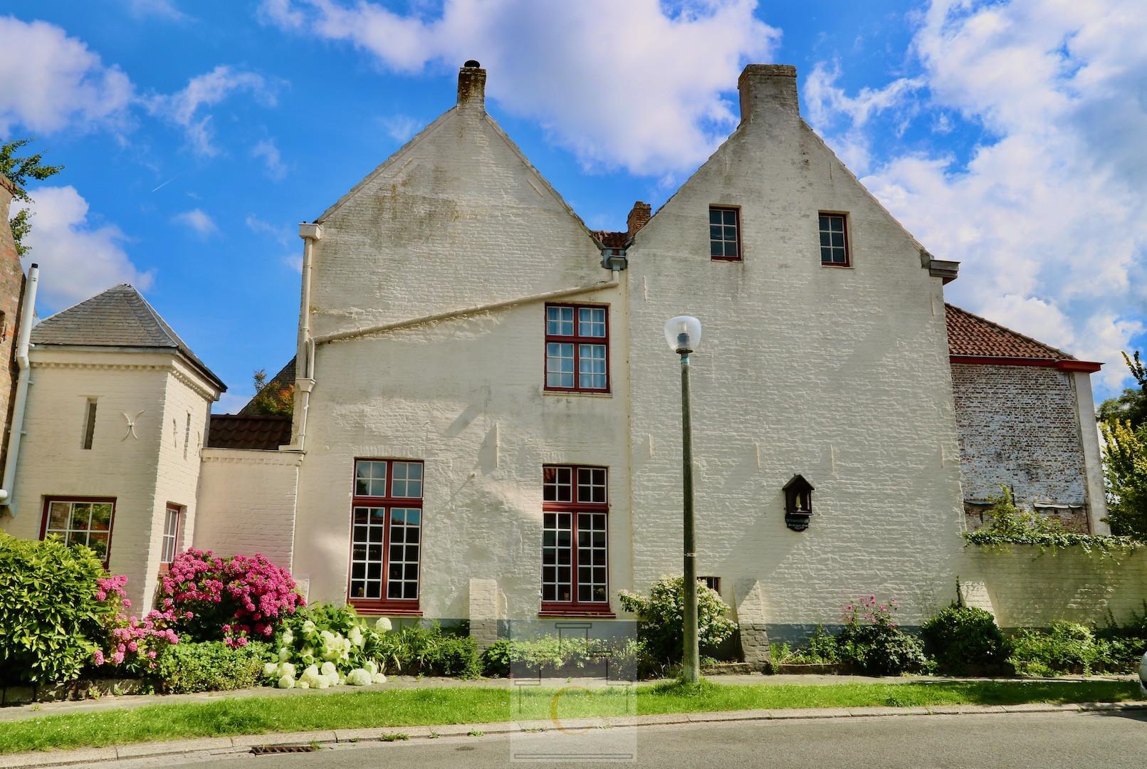 Hoeve Stuyvenberghe, historische stadswoning met sublieme tuin en fietsenuitweg, 665 m2, idyllische locatie bij de Molens