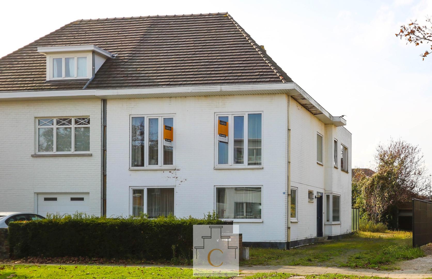 Ruime halfopen gezinswoning met dubbele garage en flinke tuin, tussen Sint Andries en Kristus Koning
