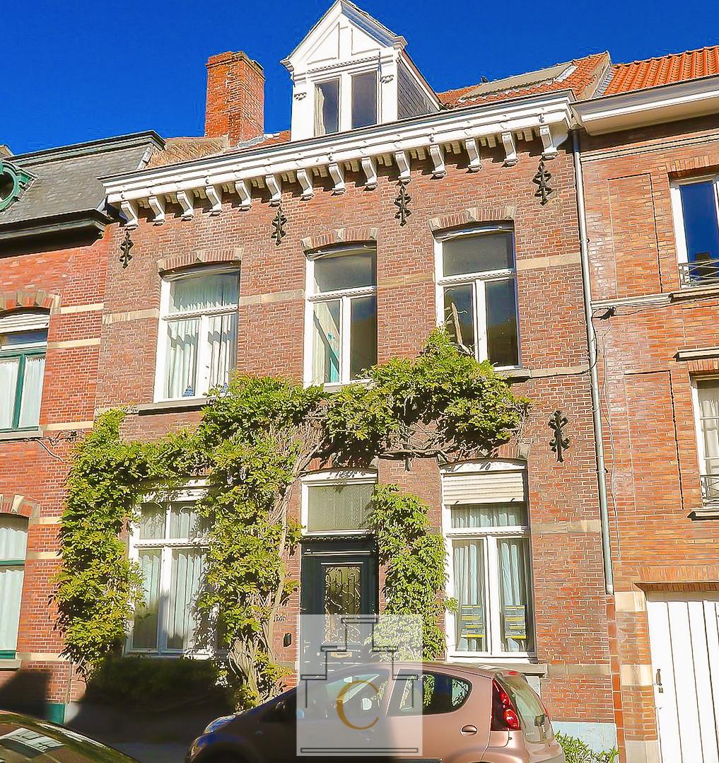charmant 19e eeuws burgerhuis met heel leuke stadstuin, knappe renovatie (gedeeltelijk uitgevoerd), Brugge, tussen  't Zand en Ezelpoort