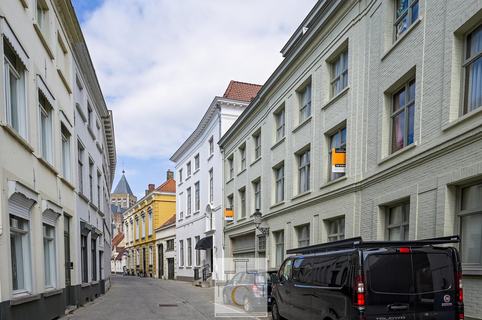 Moerstraat, centraal, residentieel en stil, ruime studio, ideale investering of 2de verblijf