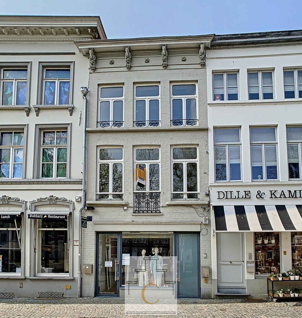 Volledig gerenoveerd duplex-appartement met zicht  op Simon Stevinplein, groot zonneterras