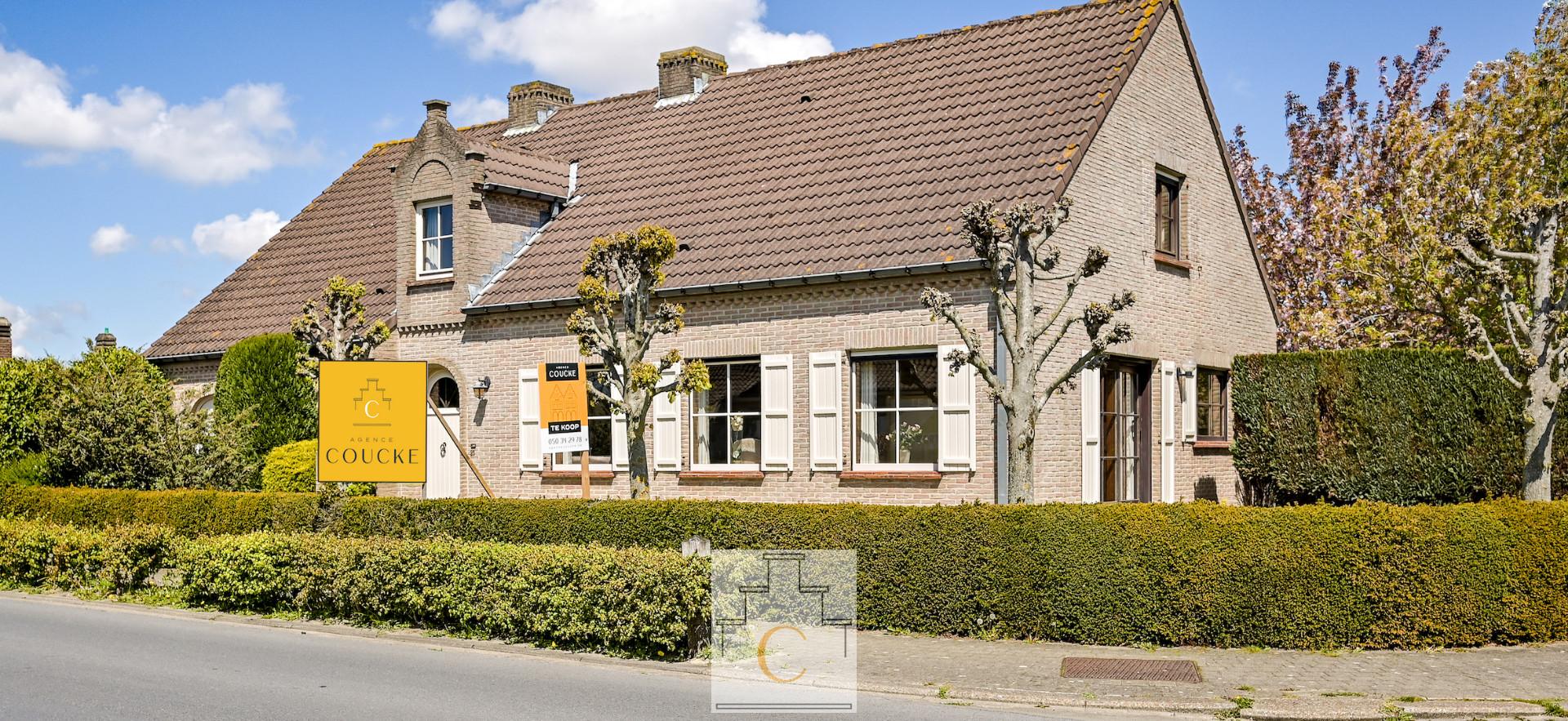 Mooie villa op een ruim hoekperceel vlakbij het centrum van Loppem