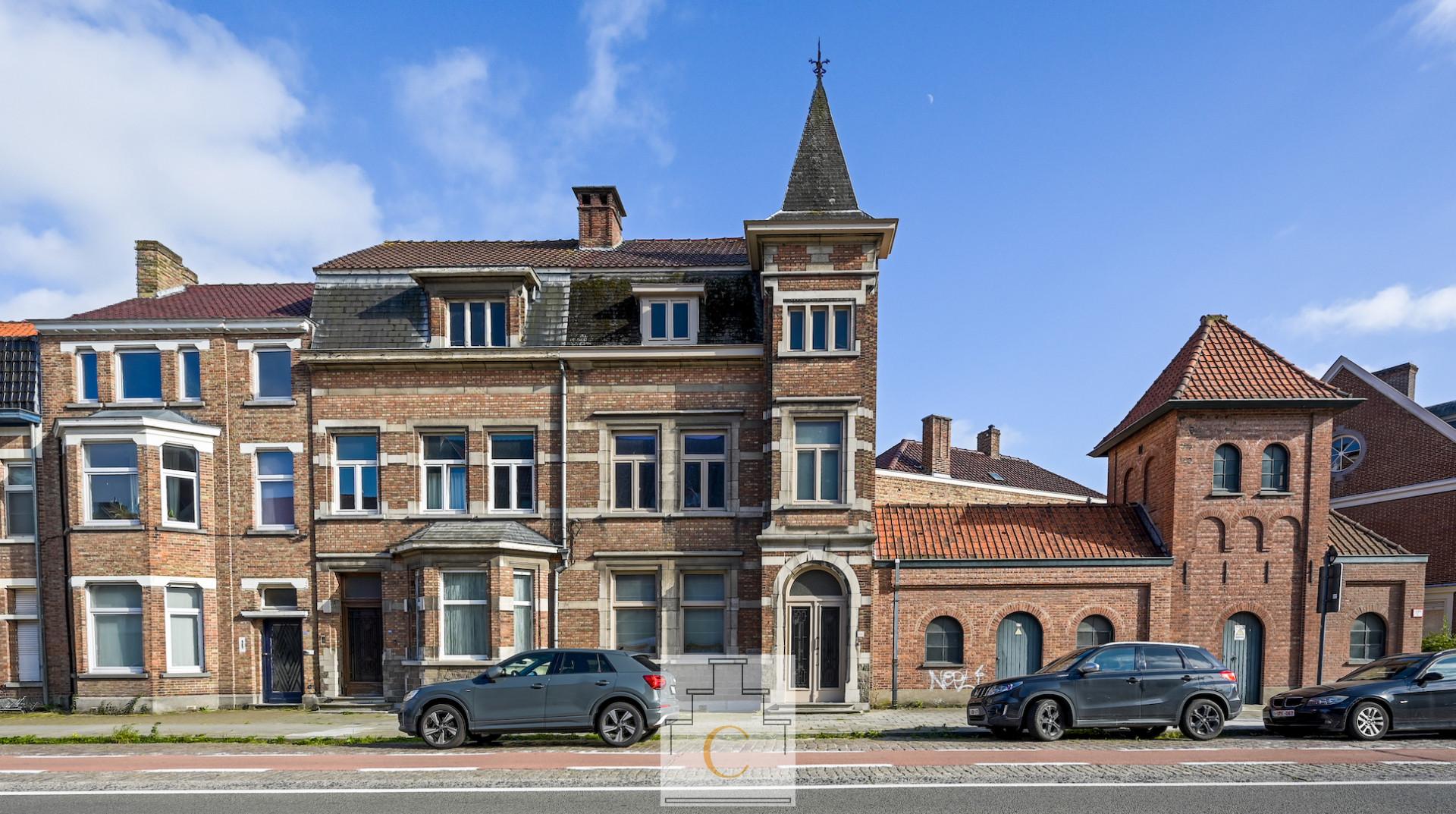 ruim en supercharmant burgerhuis met torentje en zuidgerichte stadstuin – vlakbij Smedenpoort
