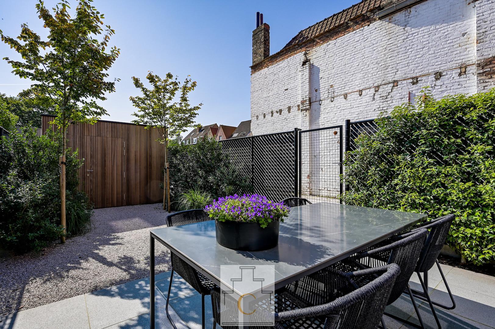 Recente stadswoning te Kristus Koning, nieuwbouw 2017-2018, high end afwerking, met knappe terrastuin en garagemogelijkheid
