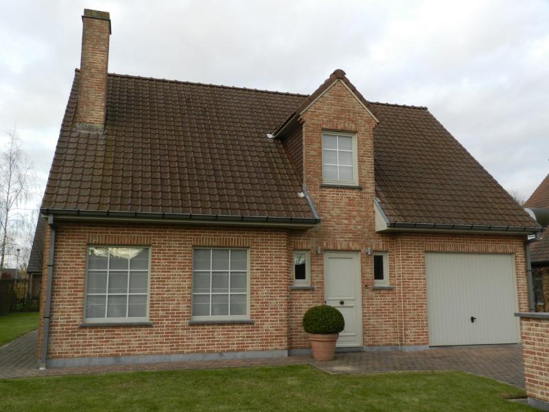 toffe, kleinere VILLA met garage, terras en tuin - residentiële ligging in stille verkaveling te Loppem